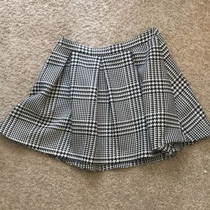 ❤️ 6/$25! Express Herringbone Pleated Skirt
